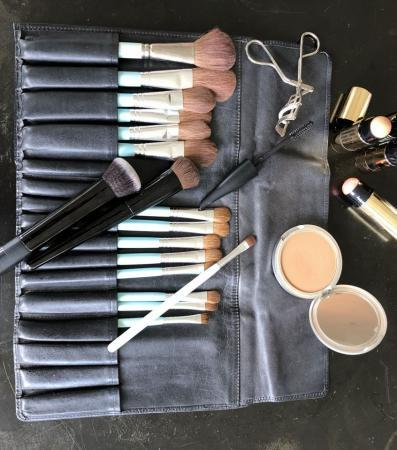 CELEBRITIES, STARLETS, A-LISTERS - SIRENS WHO RARELY PAY FOR ANYTHING AND RECEIVE EXTRAVAGANT LUXURIES FOR FREE… LINE UP AND SHOP RETAIL FOR SUE DEVITT'S NEW BIO-BEAUTY LINE.
